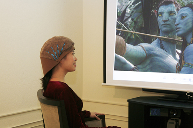 Una paciente durante el estudio neurocientífico de las mediciones de la película Avatar.
