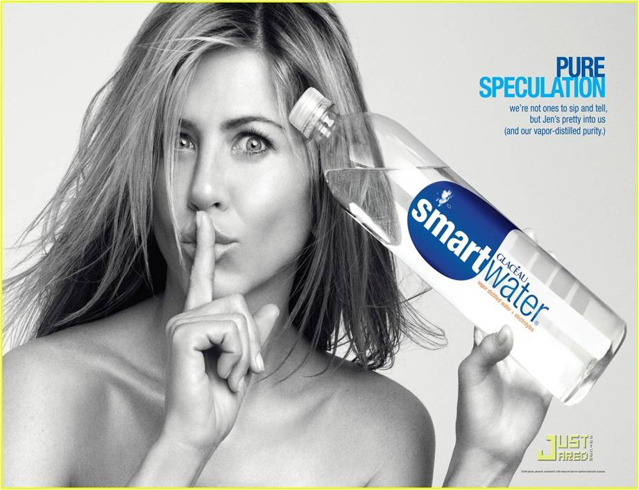 La marca de agua SmartWater emplea la imagen sensual de Jennifer Aniston
